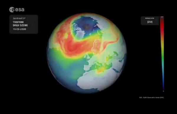 Гигантская озоновая дыра образовалась над Арктикой