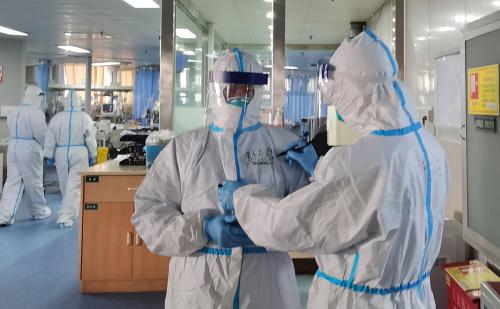В Алматы за сутки более 110 медработников заразились коронавирусом
