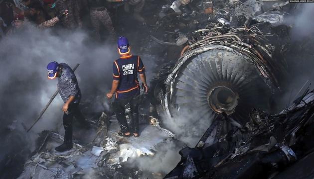 Шавкат Мирзиёев выразил соболезнования президенту Пакистана в связи с многочисленными  жертвами в результате авиакатастрофы в Карачи