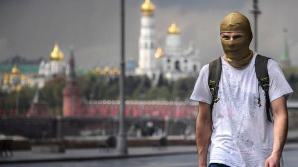 Коронавирус в России: зачем Москве стройки и разгон облаков при самоизоляции