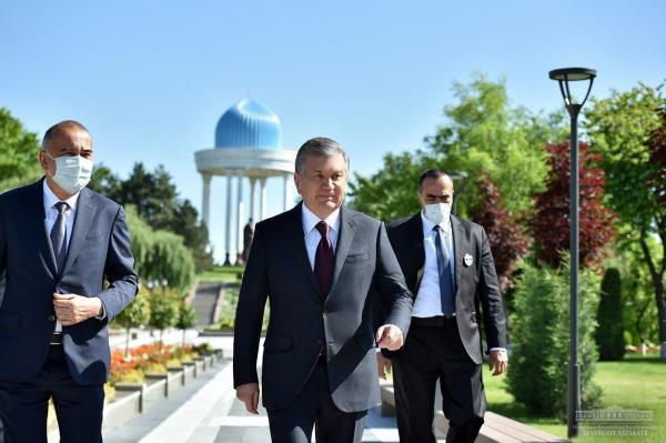 Президент предложил создать интернет-портал «Аллея литераторов» на узбекском, английском и русском языках