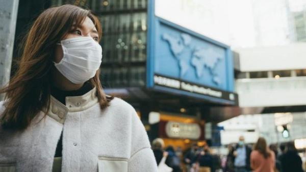 Опасно ли ходить в магазин? Можно ли заразиться коронавирусом от прохожего на улице? Отвечает иммунолог