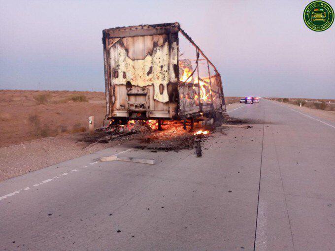 В Бухарской области загорелся прицеп грузовика с хлопком
