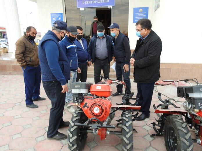 ФАО поддержало бухарских дехкан, предоставив им спецтехнику